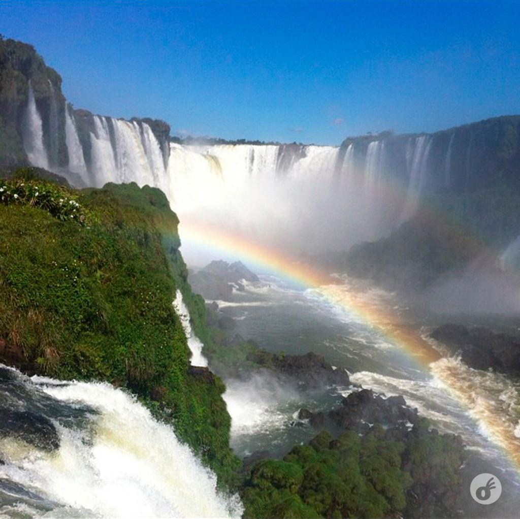 ...e do lado brasileiro. Com arco-íris e tudo.