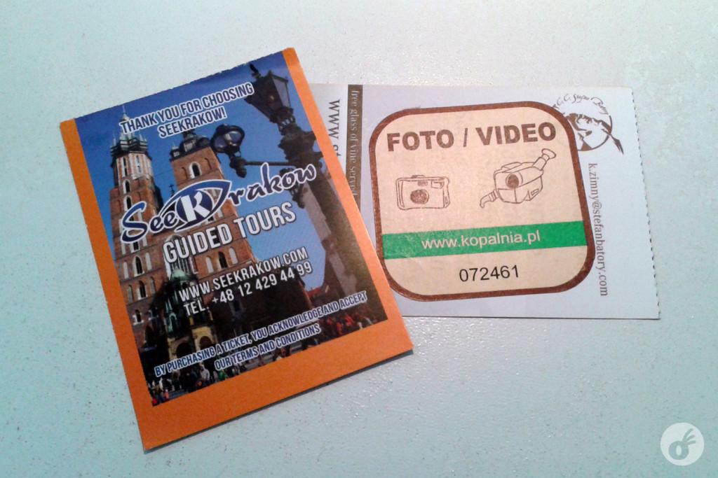 O ticket de entrada para a mina - do lado direito, o verso com um adesivo colado (esse adesivo é a autorização para fotos e vídeos, que você só compra durante o passeio, lá dentro mesmo).