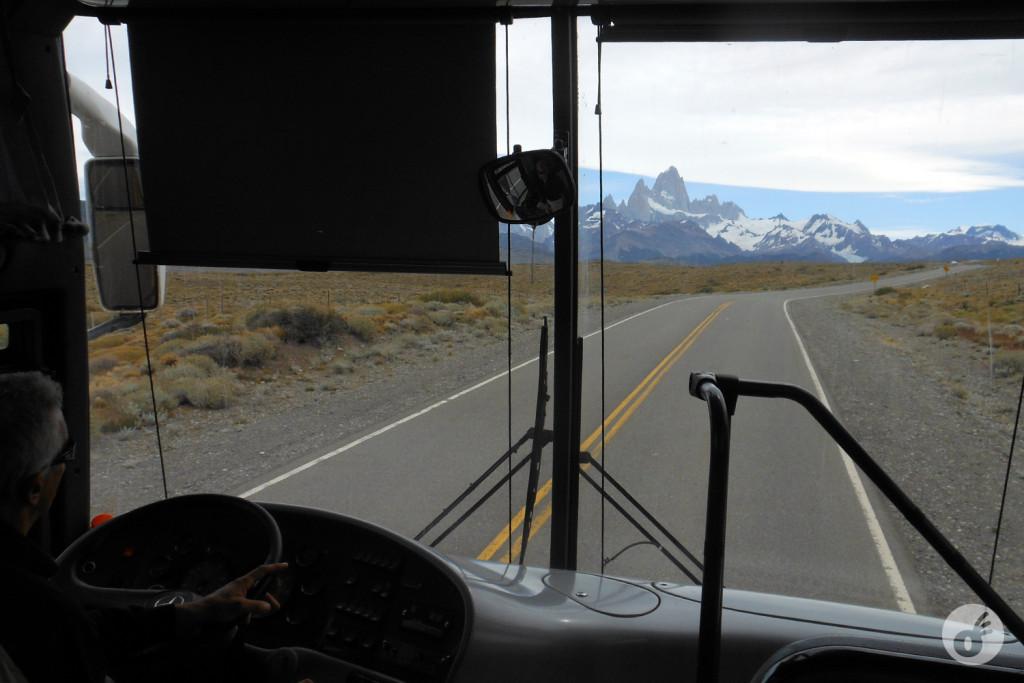 Ainda no ônibus, o Fitz Roy é o cartão de visitas.