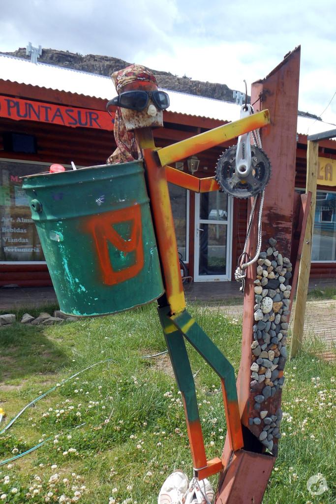 Mas a cidade é dos montanhistas - até na hora de jogar o lixo fora.