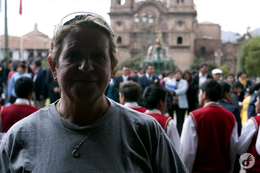 E o primeiro baque de emoção, com um evento local em Cusco.
