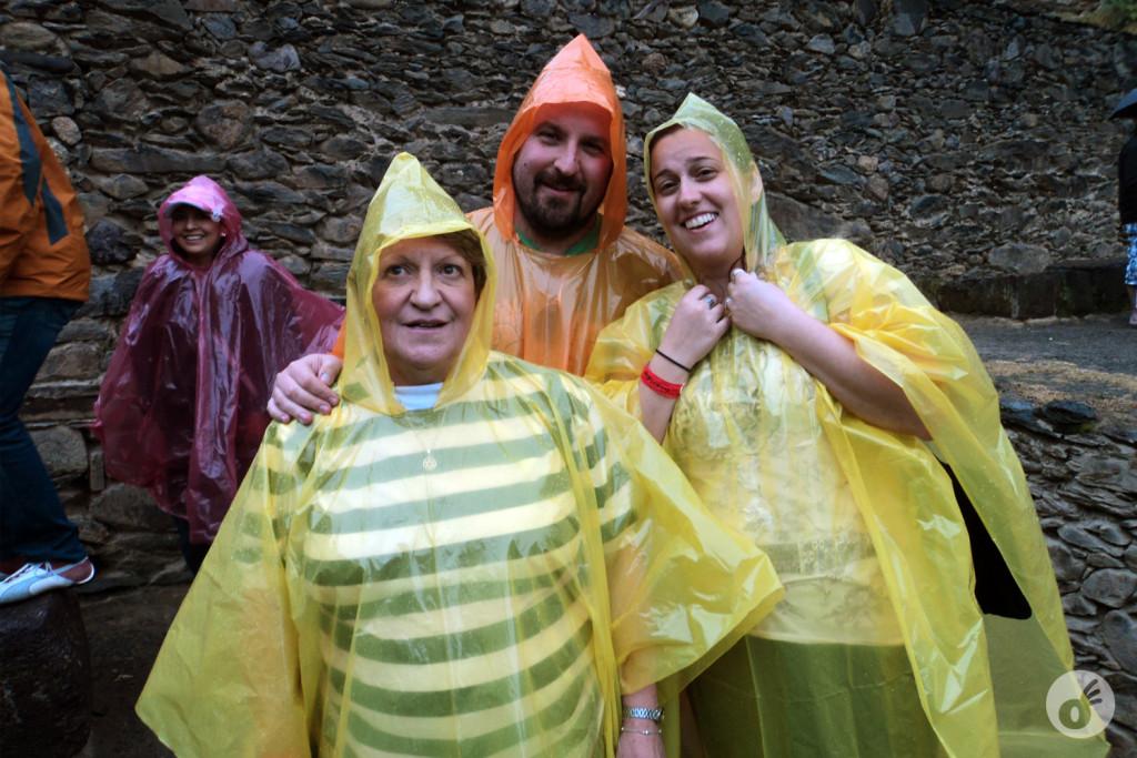 ...e um pouco mais tarde, em Ollantaytambo, dando as favas pra chuva que caía.