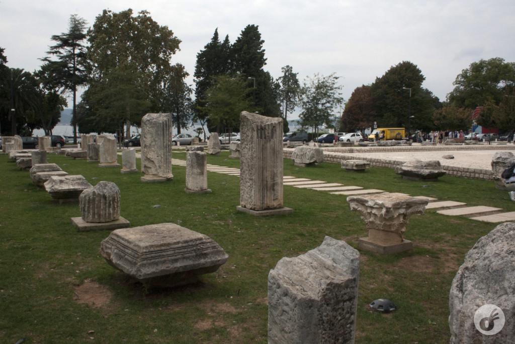 As colunas, datadas do século II. Do tempo em que o mundo nem redondo era.