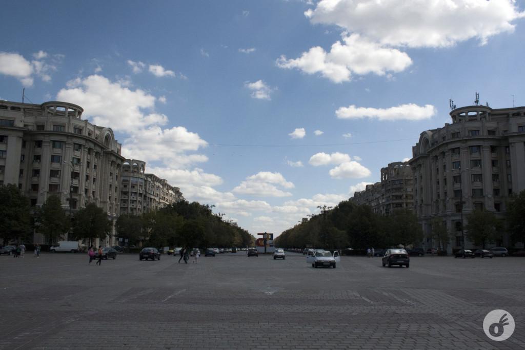 A enorme e lindíssima Bucareste.