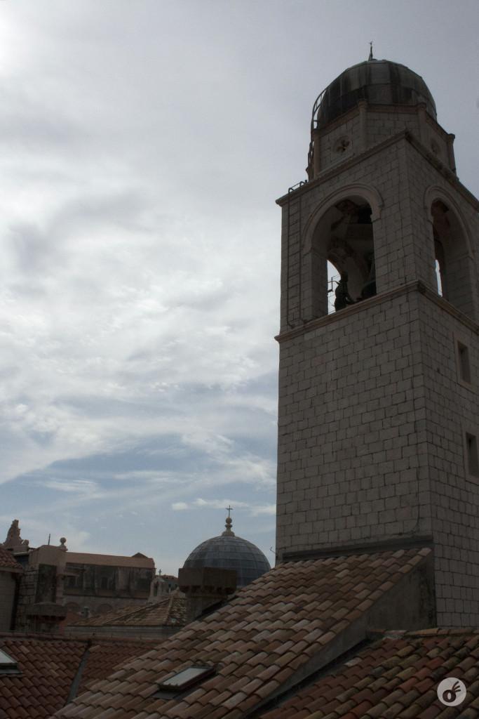 Uma torre, com um dos sinos de Dubrovnik.