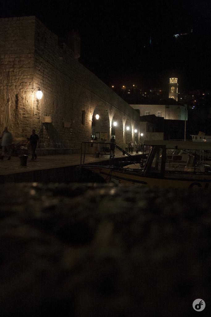 O que foi muito bom, pois pudemos conhecer a noite de Dubrovnik.