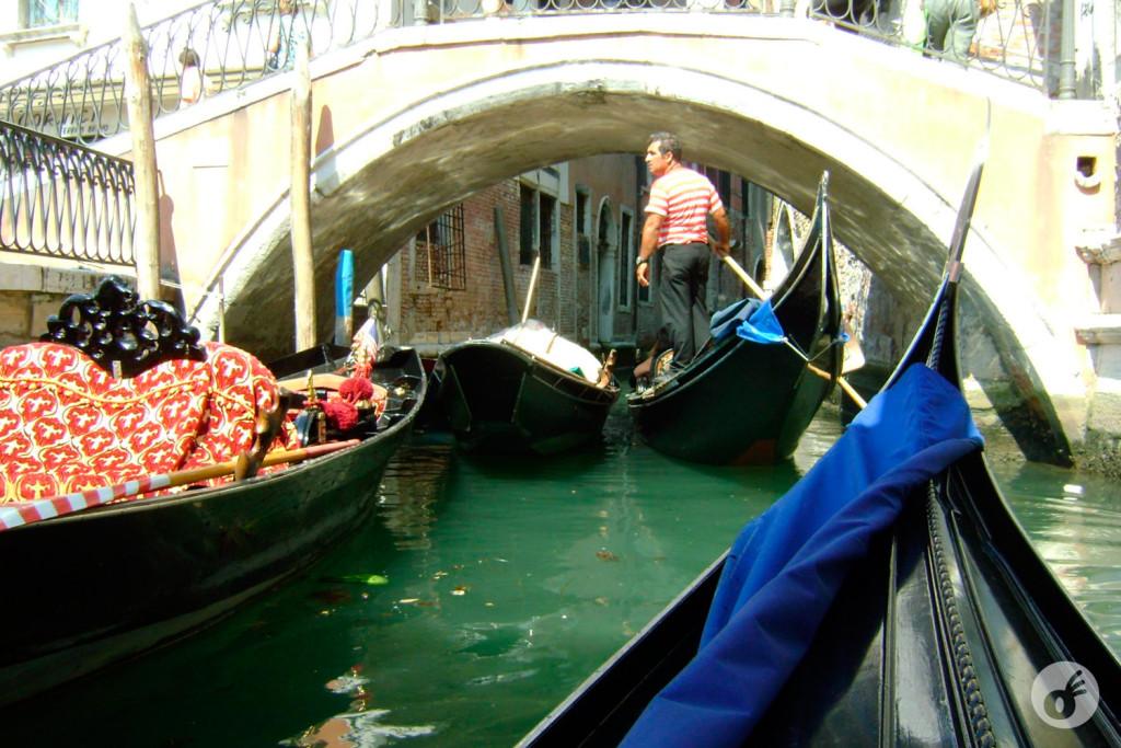 Foto bonita né? É que você não sabe o que passamos pra chegar aqui. E é claro, nos perdemos dentro de Veneza também, mas quem não se perde lá?