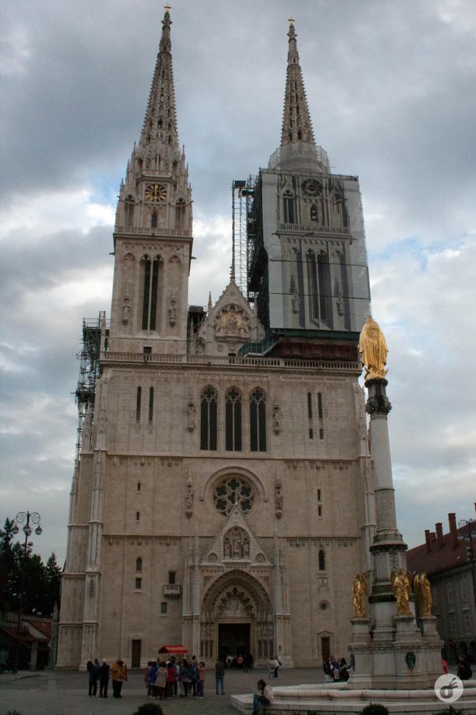 Uma catedral linda e gigante. Fotos internas são proibidas (soubemos disso da pior forma)...