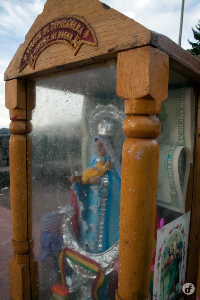 ...e demonstrações de devoção à Nossa Senhora de Copacabana.