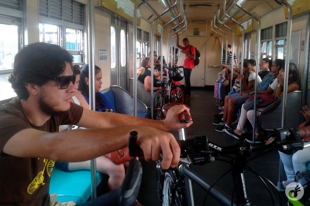 ...e seguiu de trem.