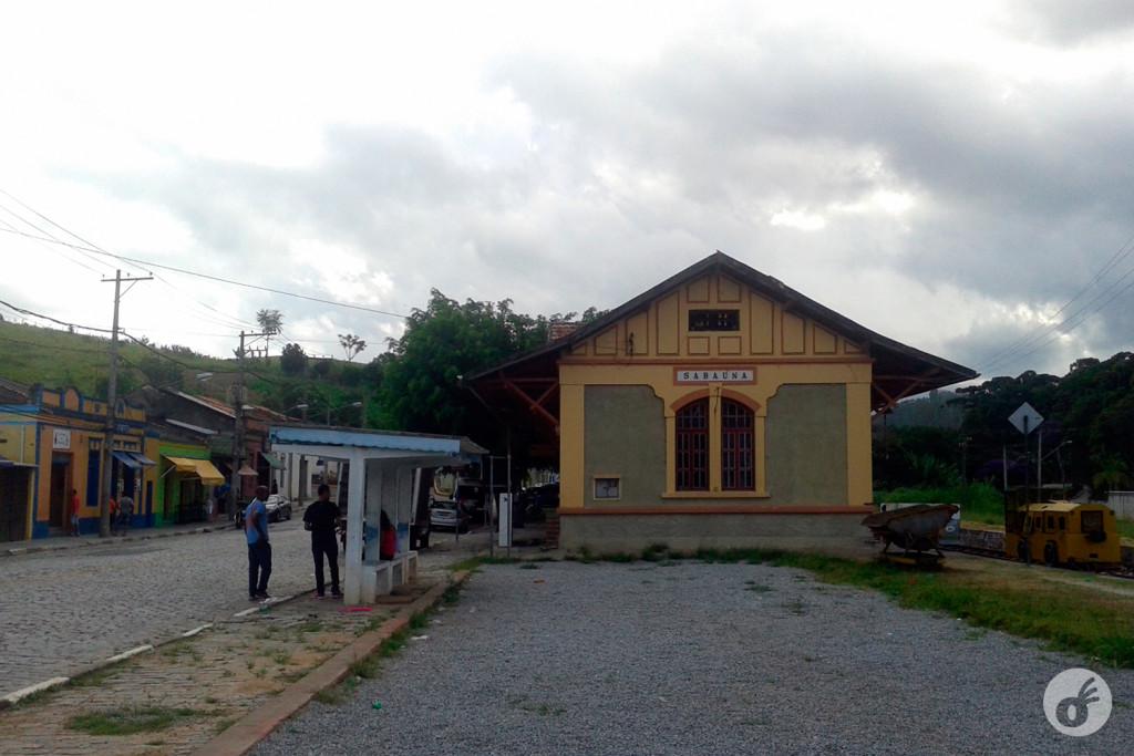 Na Estação de Sabaúna...