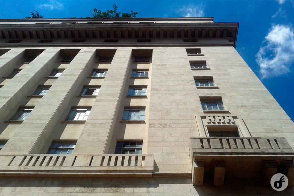 No prédio da Prefeitura, a sigla MMM - Matarazzo, Mussolini e Marcelo Piacentini, esse último o arquiteto fascista que projetou os edifícios do império da família Matarazzo na cidade.
