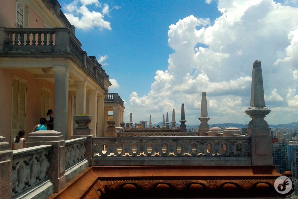 Lá de cima, além da sua arquitetura incrível...