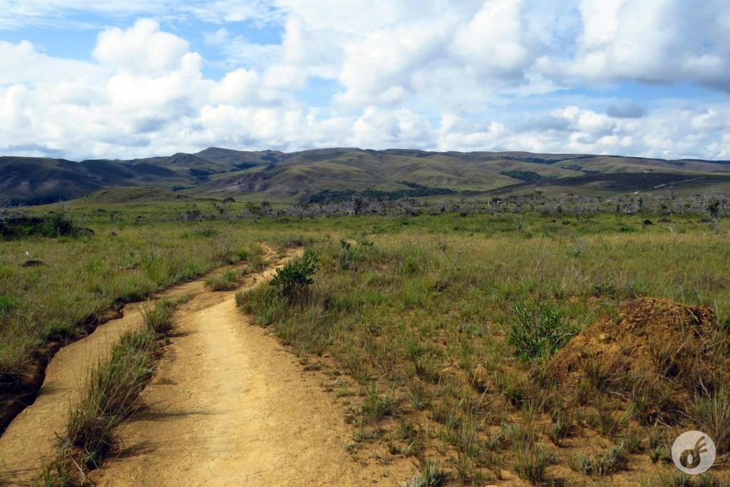 Treze quilômetros de uma trilha não tão confiável (mais pra frente).
