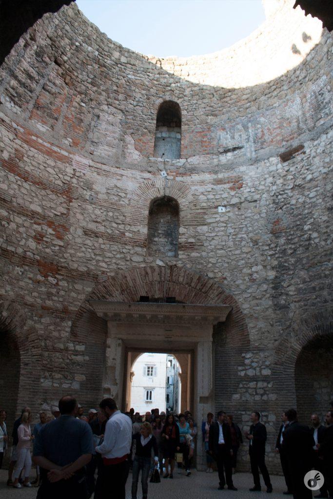 ...e o Vestíbulo (o nome desse local) transbordava turistas - e música :)