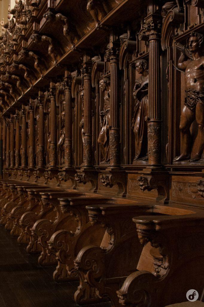...e o trabalho em madeira do coro - esse sim eu lembro bem, porque é bonito pra burro.